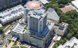 病院外観(提供:湘南鎌倉総合病院)