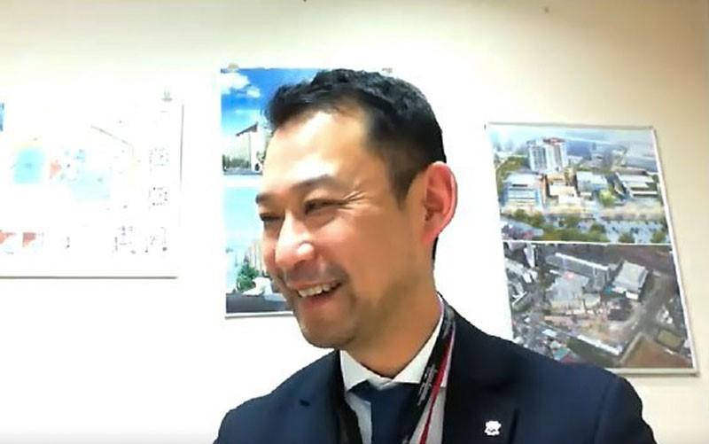 web取材に応じる芦原事務長